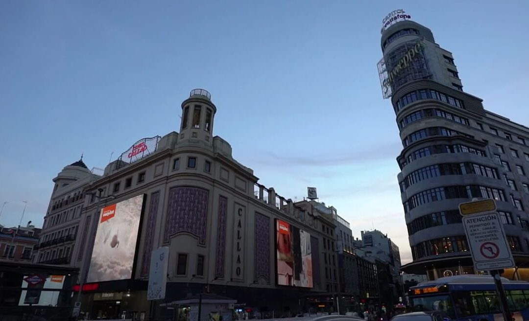 THE SCREENS OF CALLAO, PROTAGONISTS OF A SYNCHRONIZED ACTION OF EASYJET