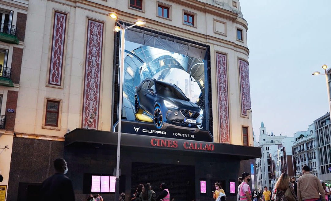 THE NEW CUPRA FORMENTOR MAKES ITS WAY ON A ROAD WITHOUT LIMITS AT CALLAO CITY LIGHTS